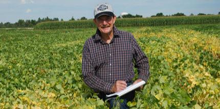 Researcher and breeder Brick in a bean field