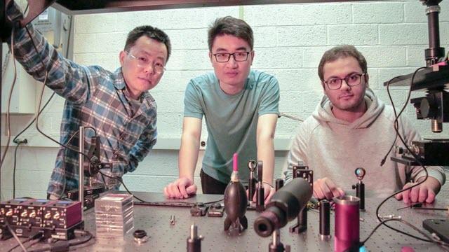 smart glass researchers Zongfu Yu, Ang Chen, and Efram Khoram