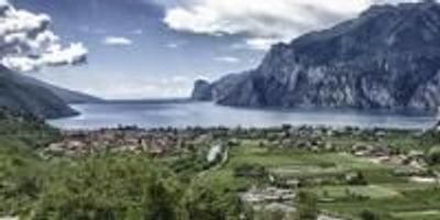 The Earth's Rotation Moves Water in Lake Garda