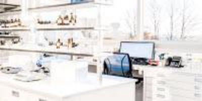 5 Key Factors to Consider When Selecting Lab Furnishings