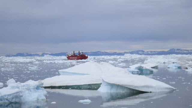icebergs discharged from Greenland's Jakobshavn Glacier