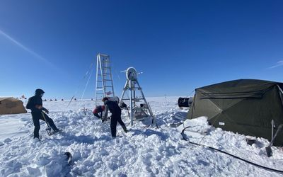 Scientists Find Record Warm Water in Antarctica