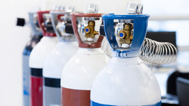selecting a gas generator and specialty gases for your lab