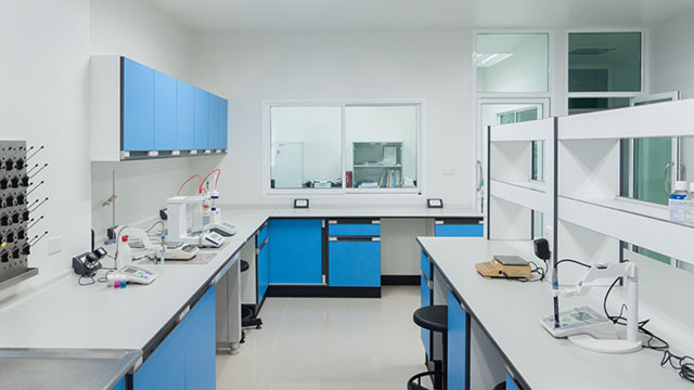 tips for choosing lab furnishings
