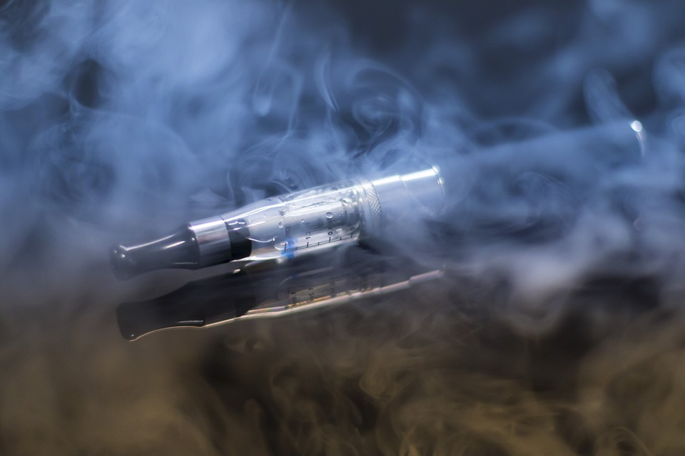 E-cigarette with vapor