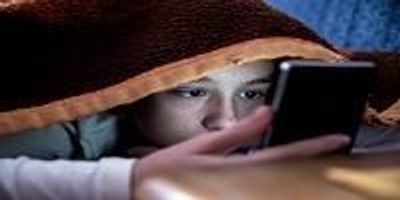 Screen Time Before Bed Linked With Less Sleep, Higher BMIs in Kids