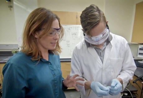 Erin Ratcliff and undergraduate student Zachary Kushlan
