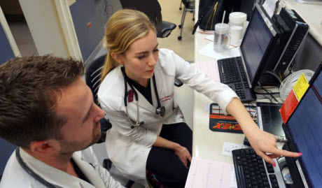 Evaluation of emergency medicine residents points to gender bias