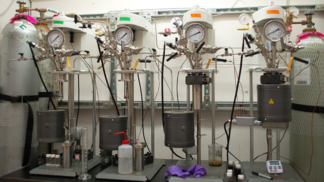 Catalytic conversion of biomass-derived chemicals to renewable polymers