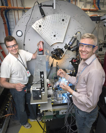 Brookhaven Lab physicists Pavol Juhas and Simon Billinge