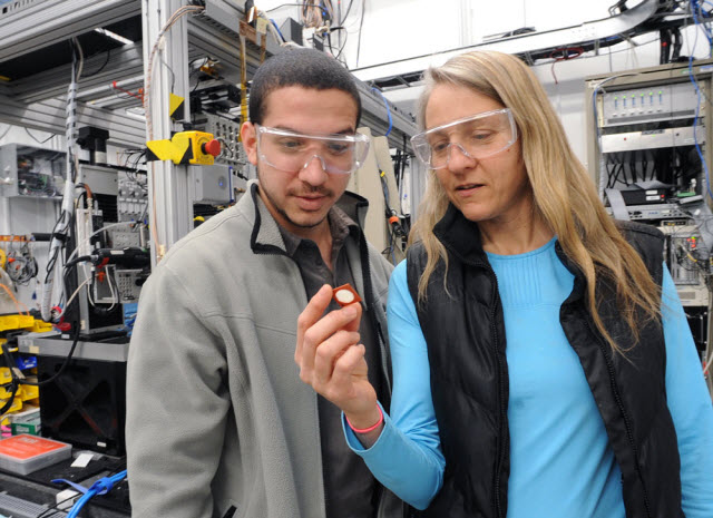 Braulio Macias Rodriguez, a University of Guelph graduate student, left, and Fernanda Peyronel, research associate